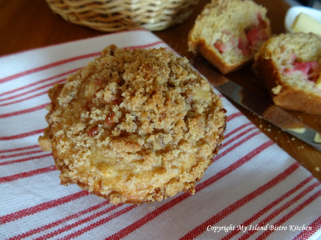 Streusal-topped Rhubarb Muffin