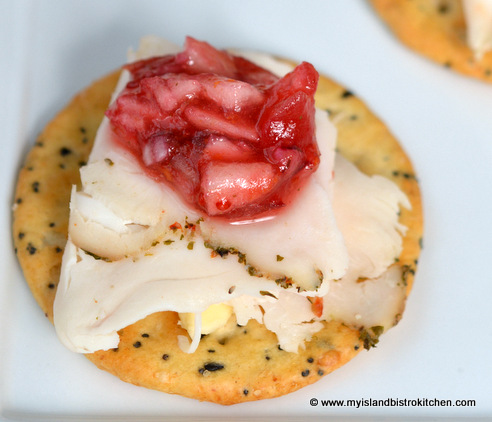 Chunky Cranberry Salsa Hors d'oeuvre