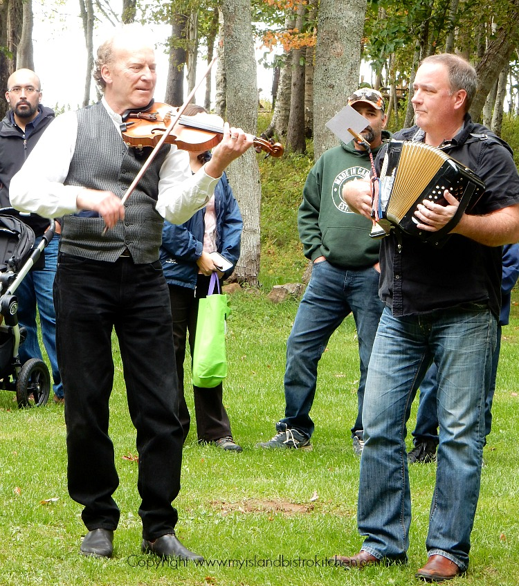 Island Musicians Mark Haines (left) and Brad Fremlin (right)