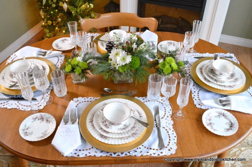 Green-themed Christmas Tablesetting