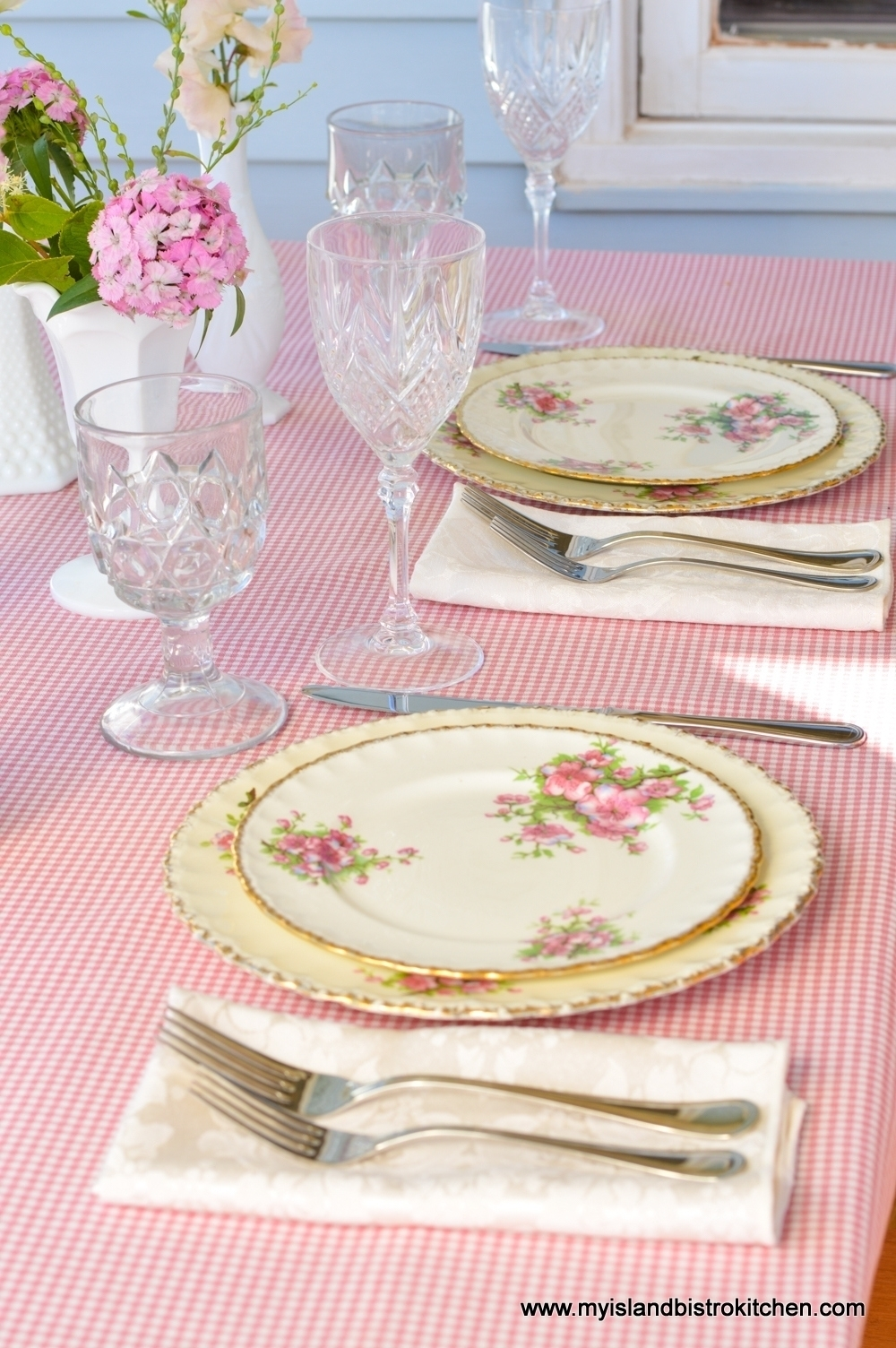 """""""Pretty in Pink"""" Summer Tablesetting"""