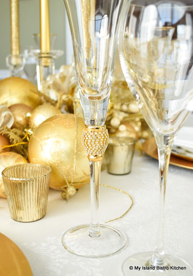 Tall glassware in Christmas Tablesetting