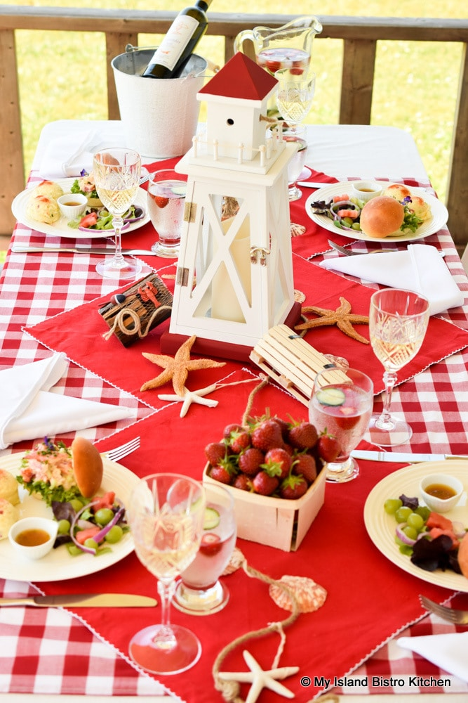 Red and white themed tablesetting