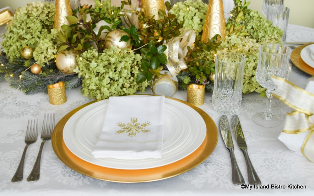 Gold and white placesetting