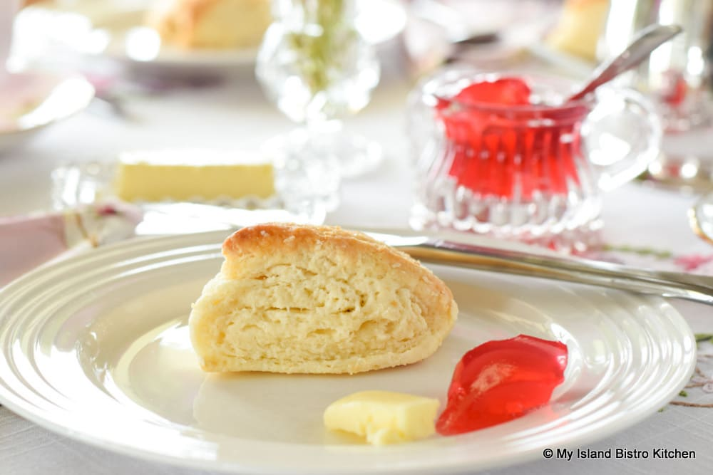 Scone with jelly